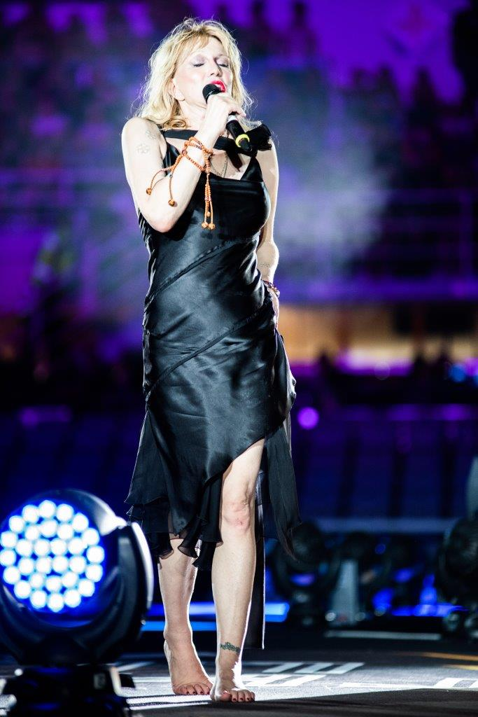 15325224327984_COURTNEY LOVE ON STAGE IN DIESEL CUSTOMIZED DRESS_01.jpg
